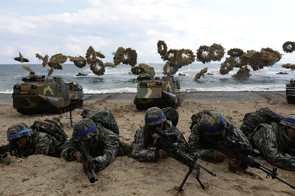South Korea「S. Korea - U.S. Marines Hold Joint Landing Operation In Pohang Beach」:写真・画像(1)[壁紙.com]
