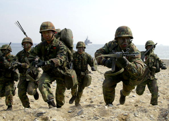 Horizon Over Water「South Korean And U.S. Troops Conduct Joint Military Exercises」:写真・画像(1)[壁紙.com]