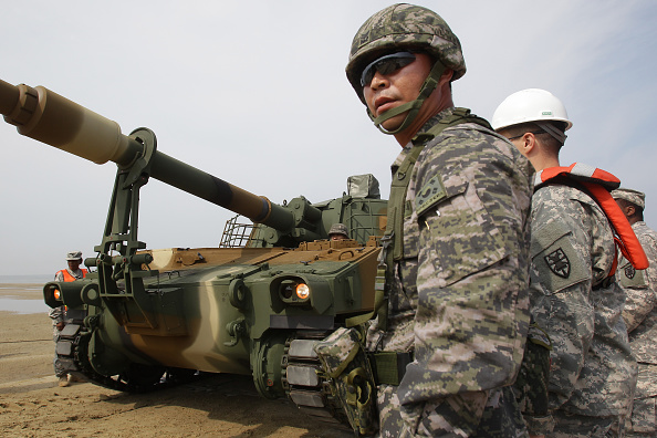 South Korea「U.S. Forces Korea Conducts Combined Joint Logistics Over-The-Shore Exercise」:写真・画像(8)[壁紙.com]