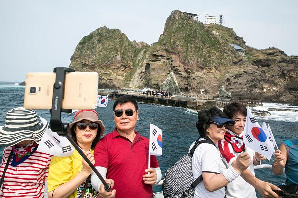 Tourism「South Koreans Visit Dokdo Islets Amidst Deepening Trade-Rift With Japan」:写真・画像(1)[壁紙.com]