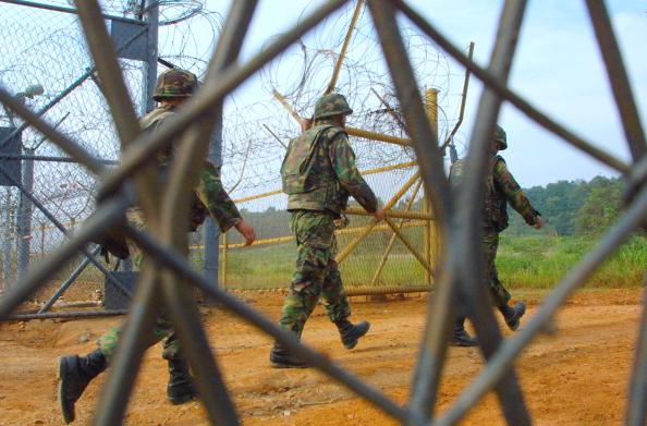 South Korea「Two Koreas Begin Work On DMZ」:写真・画像(4)[壁紙.com]