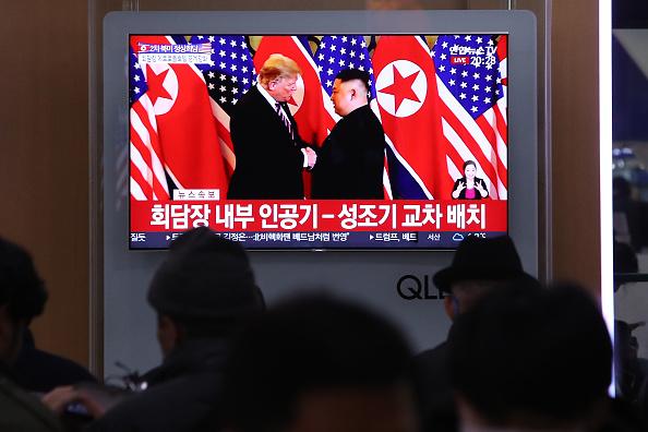Diplomacy「U.S. President Trump Meets North Korean Leader Kim Jong-un In Hanoi」:写真・画像(9)[壁紙.com]