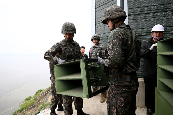 Chung Sung-Jun「S. Korea's Military Remove Propaganda Loudspeakers From DMZ」:写真・画像(6)[壁紙.com]