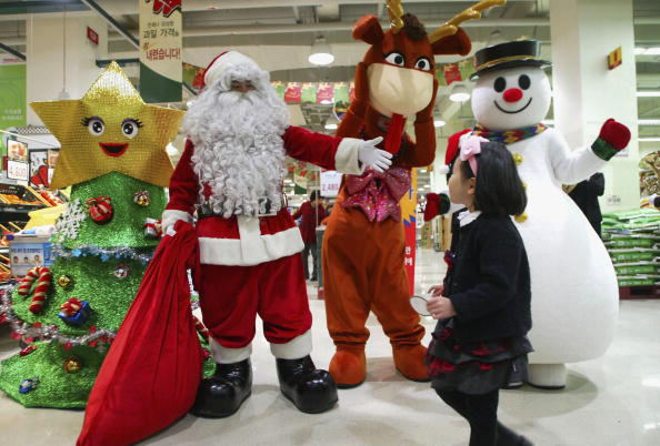 雪だるま「Retail Outlets Attempt To Boost Christmas Sales In Seoul」:写真・画像(7)[壁紙.com]