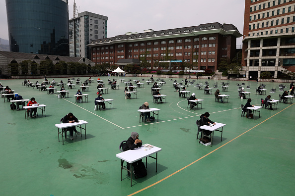 Korean Ethnicity「South Korean Students Sit For Public Exam Amid The Coronavirus Pandemic」:写真・画像(14)[壁紙.com]
