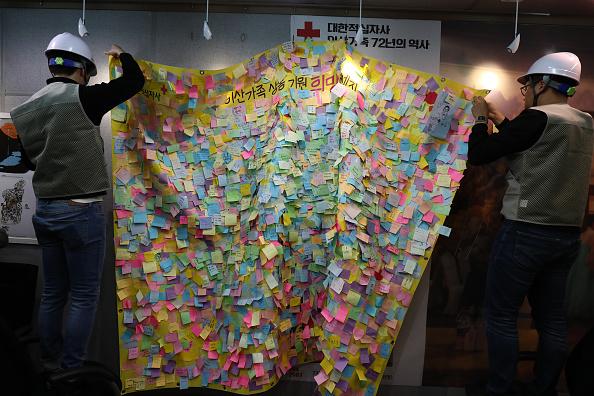 Chung Sung-Jun「South Korea Sets Up Video Reunion Centers Across The Nation」:写真・画像(14)[壁紙.com]