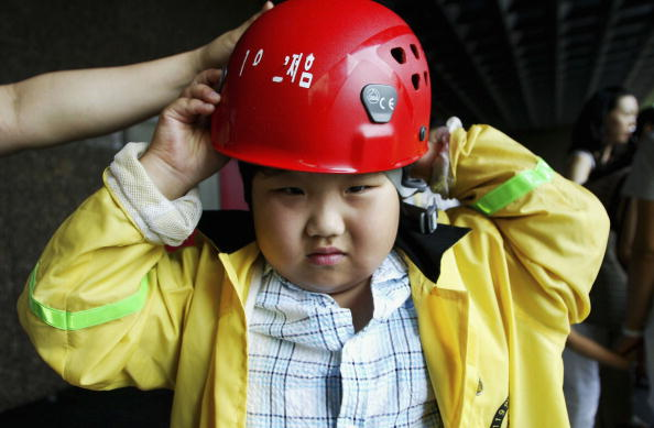 Korean Ethnicity「South Korean Children Participate In Disaster Drill」:写真・画像(10)[壁紙.com]