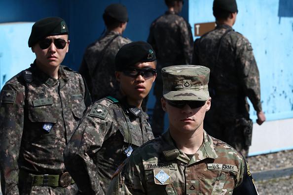 Guarding「Panmunjom Ahead Of Inter-Korean Summit Between Leader Kim and President Moon」:写真・画像(11)[壁紙.com]