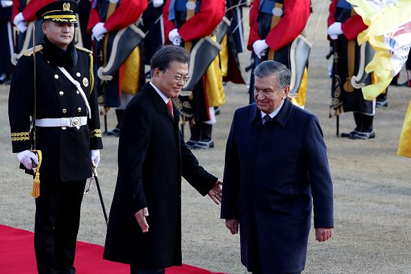 Chung Sung-Jun「Uzbekistan President Shavkat Mirziyoyev Visits South Korea」:写真・画像(4)[壁紙.com]