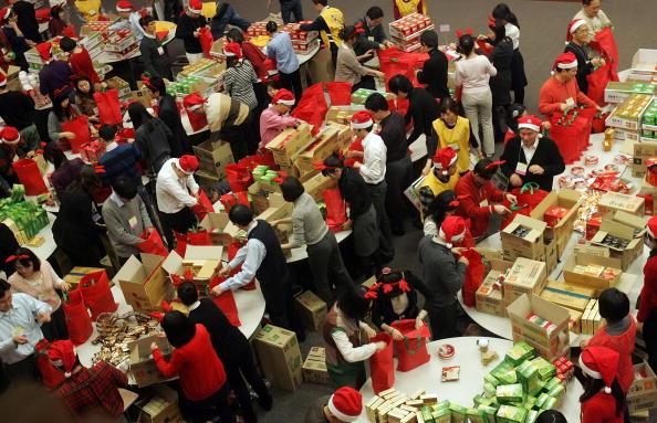 Christmas Present「Santa Claus Make Christmas Gifts For Charity」:写真・画像(9)[壁紙.com]