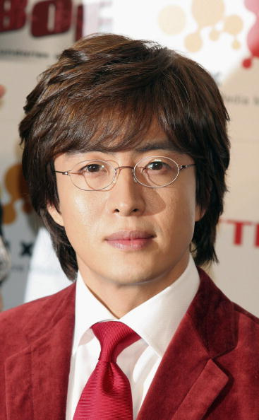 City Life「Bae Yong-Joon Holds A Press Conference」:写真・画像(16)[壁紙.com]