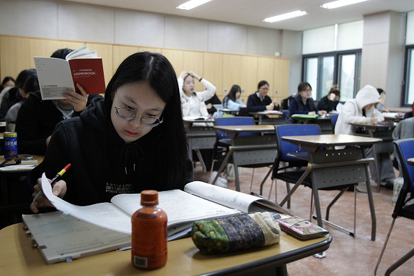 Seoul「Korean Students Take Crucial College Scholastic Ability Test」:写真・画像(14)[壁紙.com]