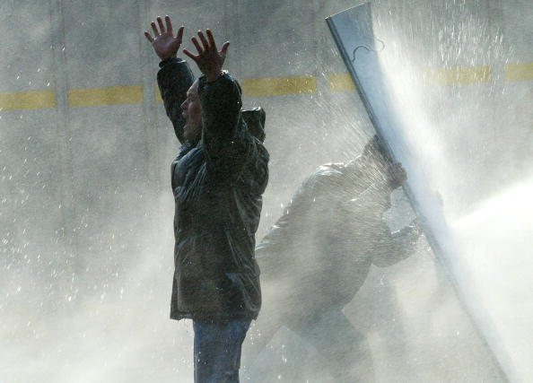 Spraying「South Korean Farmers Riot Against The Free Tade Agreement」:写真・画像(19)[壁紙.com]