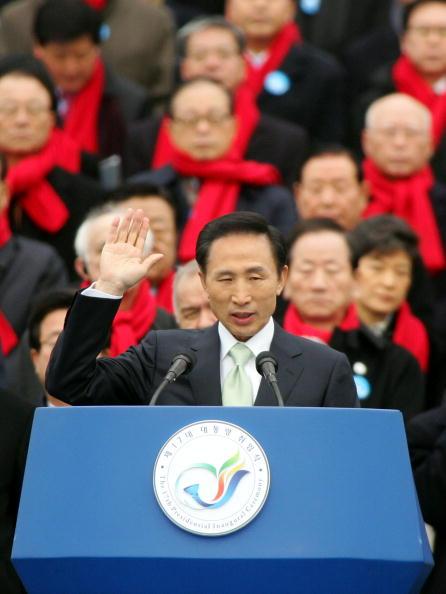 Chung Sung-Jun「Lee Myung-Bak Sworn In As New South Korean President」:写真・画像(8)[壁紙.com]