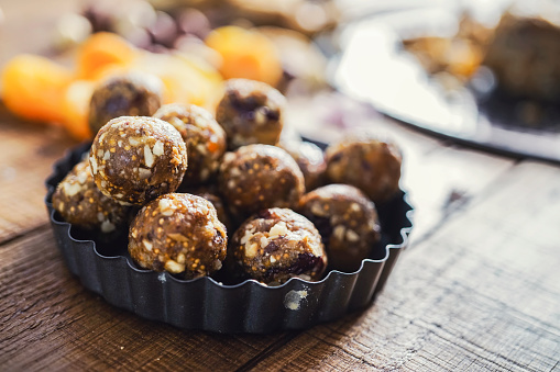 Convenience「Healthy energy balls made of dried fruits and nuts」:スマホ壁紙(2)