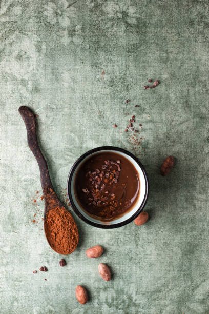 Cup of chocolate pudding with cacao, cacao nibs and cocoa beans:スマホ壁紙(壁紙.com)