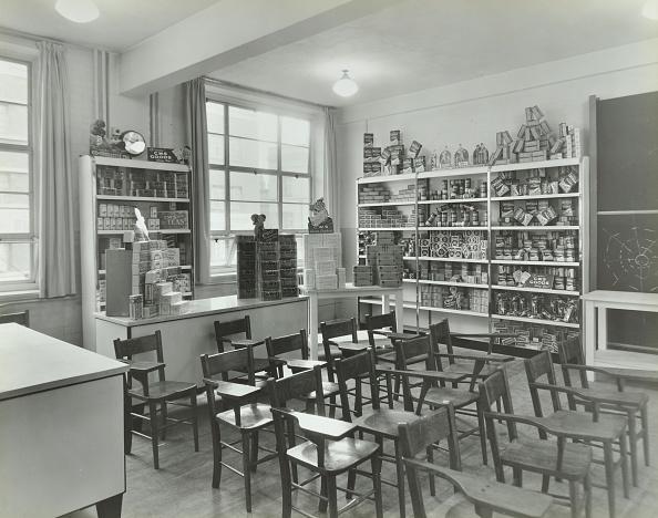 Classroom「Shop-Dressing, Technical Institute For The Distributive Trades, London, 1939.  .」:写真・画像(17)[壁紙.com]