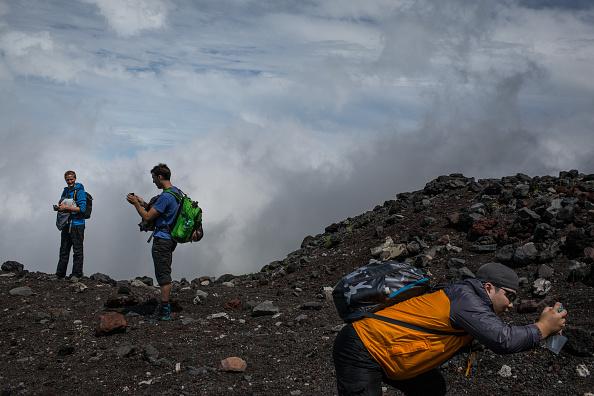 Mount Fuji「Mount Fuji Climbing Season Begins」:写真・画像(18)[壁紙.com]
