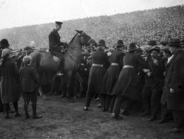 Old Trafford「Crowd Control」:写真・画像(17)[壁紙.com]