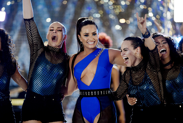 David Becker「Demi Lovato Performs from Las Vegas for the 2017 VMAs」:写真・画像(3)[壁紙.com]