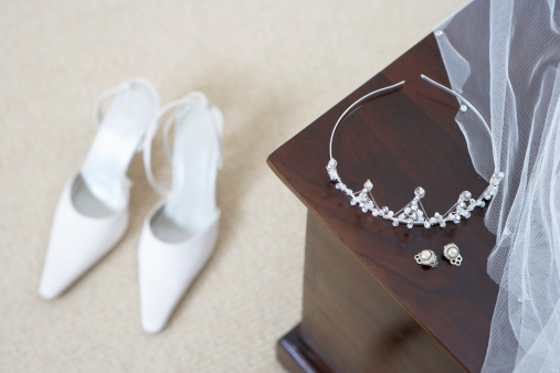 Crown - Headwear「Tiara and earings on cabinet, shoes on floor (focus on foreground)」:スマホ壁紙(2)