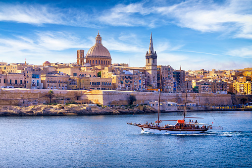 Passenger Craft「Malta - Mediterranean travel destination, Marsamxett Harbour and Valletta with Cathedral of Saint Paul」:スマホ壁紙(7)