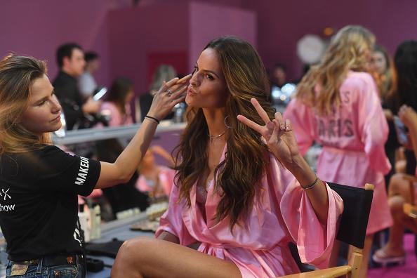 ヴィクトリアズ・シークレット「2016 Victoria's Secret Fashion Show in Paris - Hair & Makeup」:写真・画像(14)[壁紙.com]
