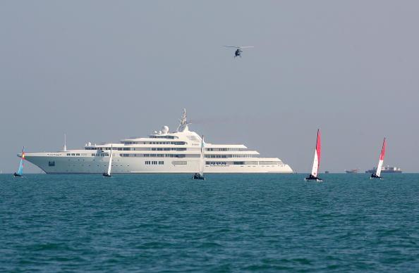 船・ヨット「Super Yacht Moors in Doha, Qatar」:写真・画像(16)[壁紙.com]