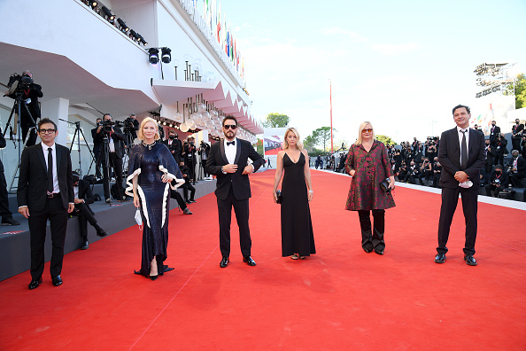 "77th Venice Film Festival「""Lacci"" Red Carpet And Opening Ceremony Red Carpet Arrivals - The 77th Venice Film Festival」:写真・画像(10)[壁紙.com]"