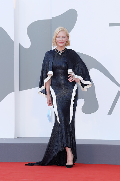 """Venice - Italy「""""Lacci"""" Red Carpet And Opening Ceremony Red Carpet Arrivals - The 77th Venice Film Festival」:写真・画像(12)[壁紙.com]"""