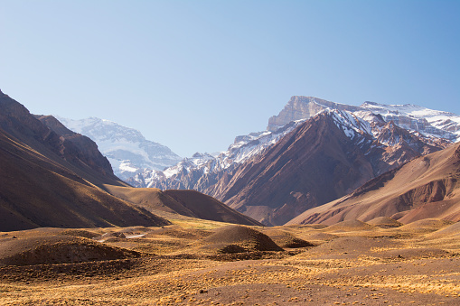 Mount Aconcagua「High altitude valley leading to Mount Aconcagua in the distance」:スマホ壁紙(9)