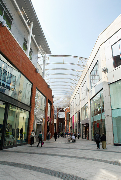 Copy Space「Walkway between shops at the Eden Shopping Centre, High Wycombe, UK」:写真・画像(10)[壁紙.com]