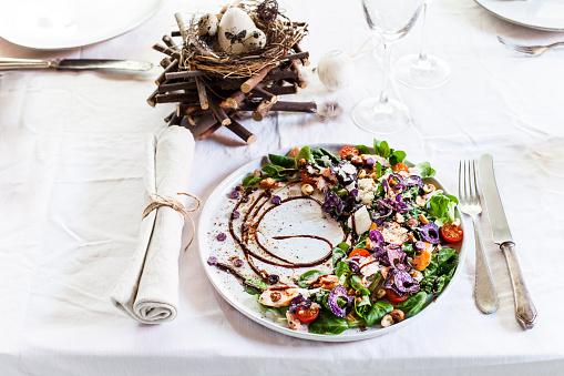 イースター「Colourful salad plate with smoked salmon, Crema di Balsamico and hazelnut oil on laid table」:スマホ壁紙(19)