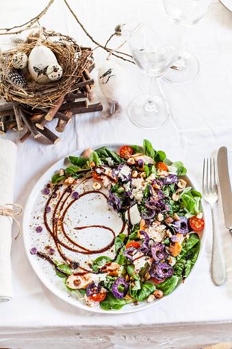 イースター「Colourful salad plate with smoked salmon, Crema di Balsamico and hazelnut oil on laid table」:スマホ壁紙(0)