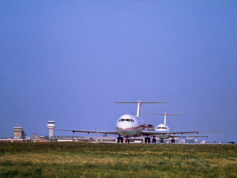 Passenger「BAC One-Eleven passenger aircraft taxiing prior to take-off」:スマホ壁紙(9)