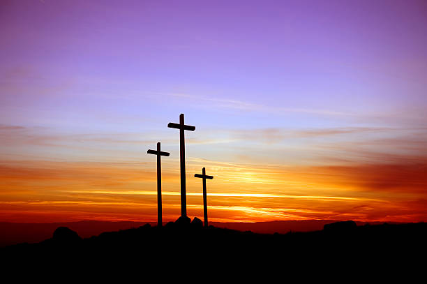 Three crosses standing at the sunset:スマホ壁紙(壁紙.com)