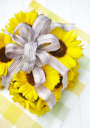 ひまわり「Flower gift box」:スマホ壁紙(19)