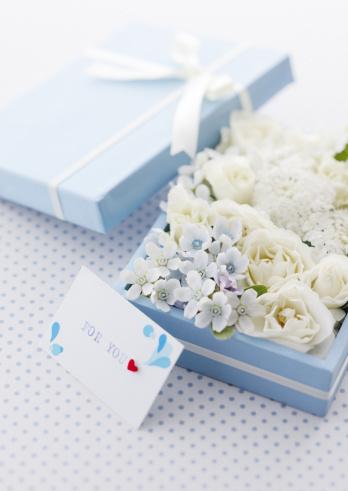 ホワイトデー「Flower gift box」:スマホ壁紙(12)