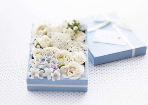 ホワイトデー「Flower gift box」:スマホ壁紙(2)