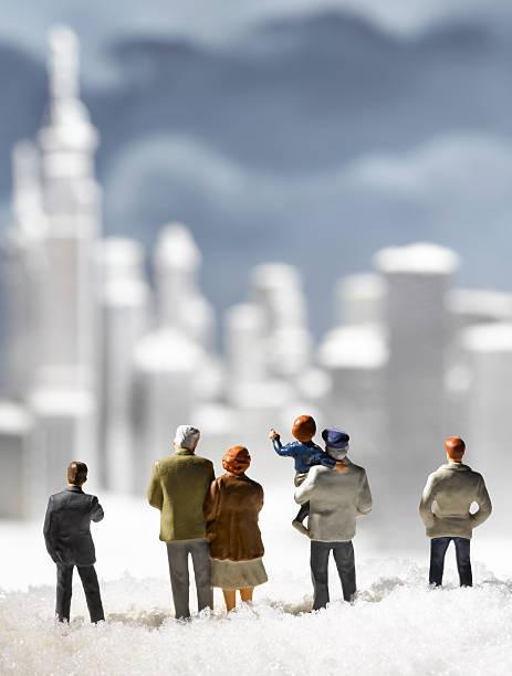 figurines and frozen city:スマホ壁紙(壁紙.com)