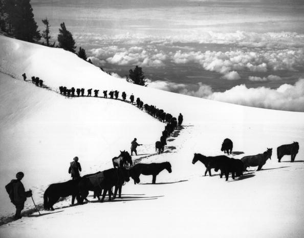 Himalayas「Line Of Climbers」:写真・画像(18)[壁紙.com]