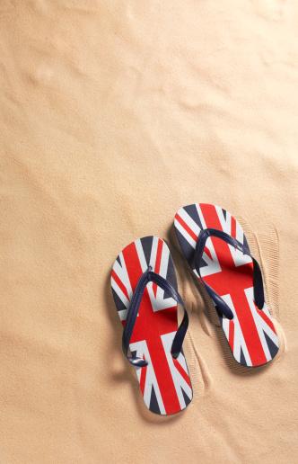 Flip-Flop「Union Jack flip-flops on beach with copy space」:スマホ壁紙(10)