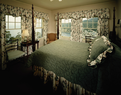 Floral Pattern「Bed room with floral pattern curtain」:スマホ壁紙(3)
