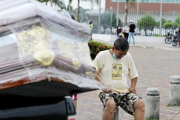 Coffin「Coronavirus Overwhelms Guayaquil」:写真・画像(15)[壁紙.com]