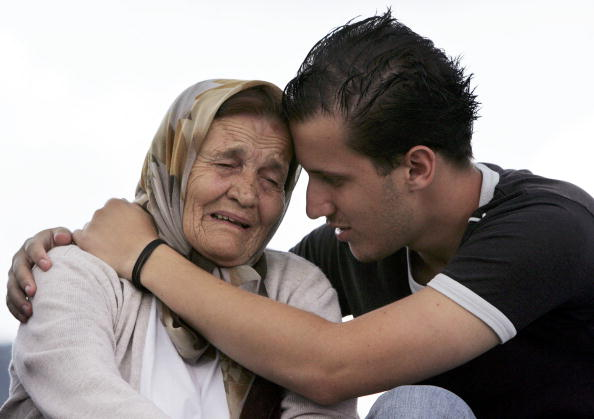 Young Men「Srebrenica Prepares For Mass Funeral To Commemorate 10th Anniversary Of Massacre」:写真・画像(18)[壁紙.com]