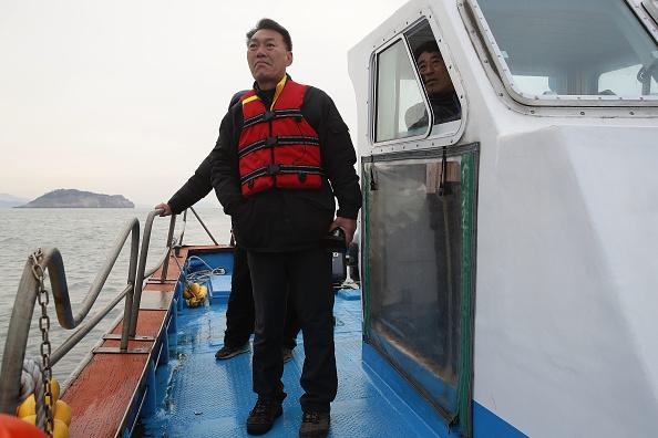 Passenger Craft「South Korea Attempts To Salvage Sunken Sewol Ferry」:写真・画像(16)[壁紙.com]