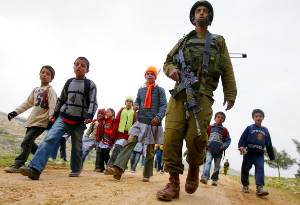 Country Road「Israeli Army Escorts Palestinian Children Safely To School」:写真・画像(1)[壁紙.com]