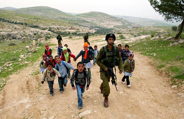 Country Road「Israeli Army Escorts Palestinian Children Safely To School」:写真・画像(9)[壁紙.com]