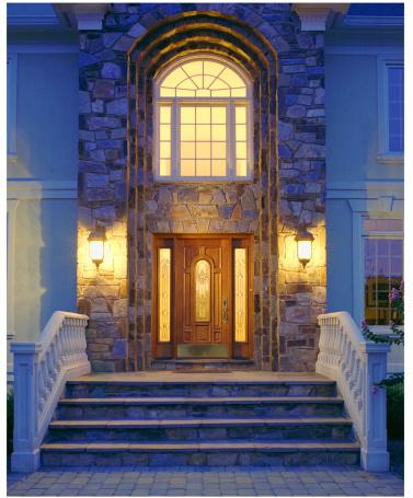 Front Stoop「Front porch and doorway illuminated at night」:スマホ壁紙(9)