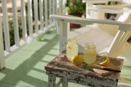 Weekend Activities「Front porch Lemonade」:スマホ壁紙(4)